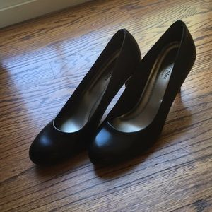 Black Round Toe Heel